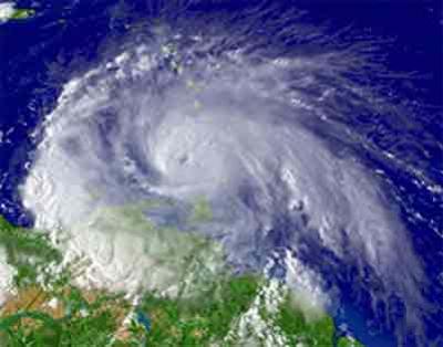 20100605023542-huracanes2.jpg