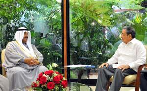 20100721023456-raul-castro-y-el-ministro-de-kuwait.jpg