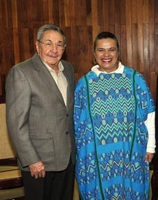 20110113123137-raul-castro-y-beatriz-pared.jpg