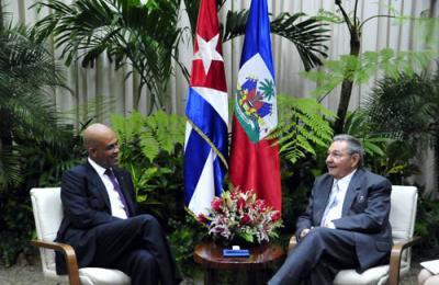 20111117135542-raul-presidente-de-haiti.jpg