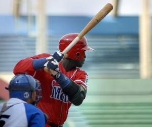 20120307230307-enrique-diaz-beisbol-cuba-industriales1.jpg