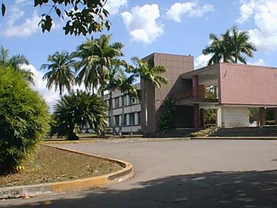 20121121125127-universidad.jpg