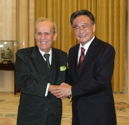 20101126165352-ricardo-alarcon-con-wu-bangguo-en-beijing-noviembre-2010-258x249.jpg