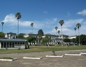 20110124195913-hospital-siquiatrico-habana-300x236.jpg