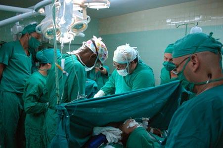 20110404225833-cirugia.jpg