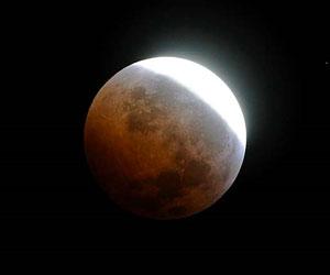 20110612185540-lunar-press.jpg
