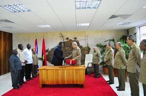 20110808133918-ministro-angolano.jpg
