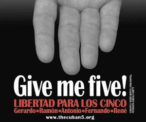 20120416123750-postales-cinco-heroes-211.jpg