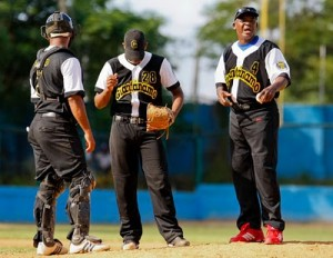20121211140650-beisbol-cubano-guantanamo-300x232.jpg