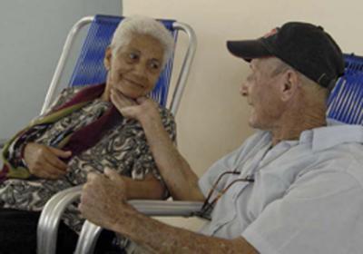 20150111134832-pareja-de-abuelos-rbv.jpg